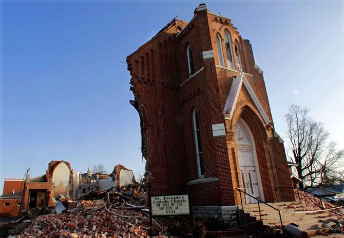 В 2011 году жертвами торнадо стали около