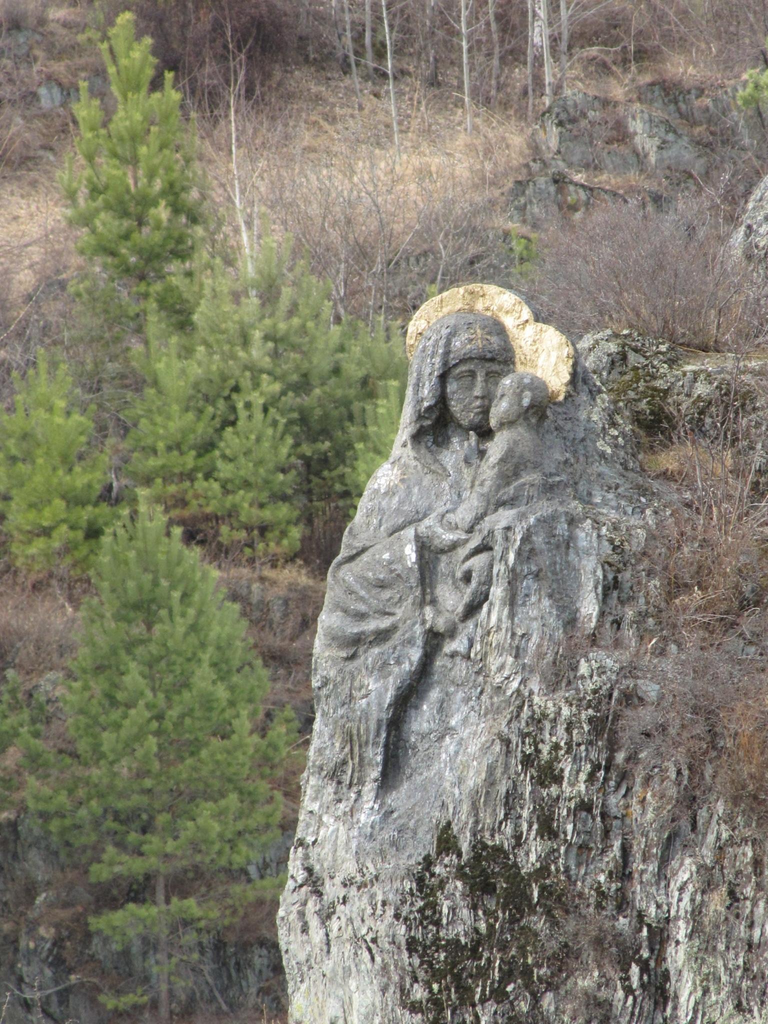 Образ Богородицы вырубленной в скале монашкой Фелофеей на Алтае