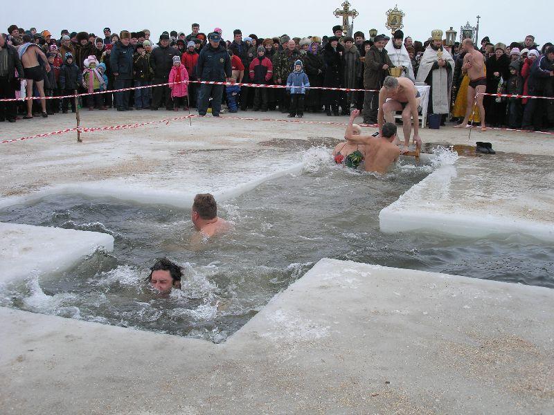 Мокрые голые девушки водное крещение видео #14