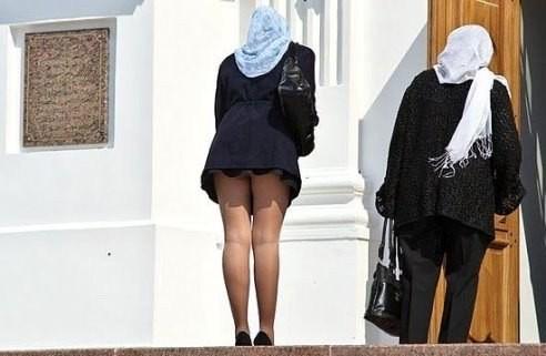 Заглядываем под юбки приличным дамам, секс секретаршу на столы