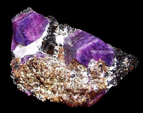 Корунд камень фото