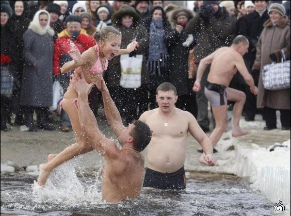Всем мокрые голые девушки водное крещение видео мужчине кончить ласки